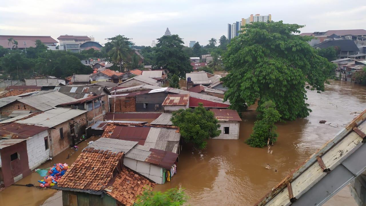 Bantu Masyarakat Terdampak Banjir
